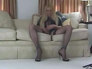 Blond tranny cums