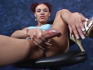 huge&sexy shemale Mia Isabella alone