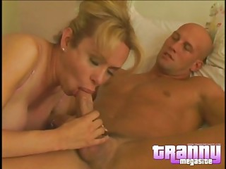 Blonde Shemale Gia Darling