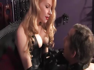 Worshipping domina leather handgloves