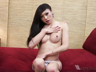 Pornstar Venus Lux plays with her ladystick