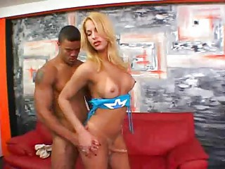 Butty Suzanny Gets Anal Screwing
