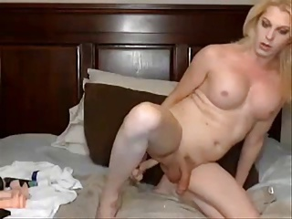 blonde plays at home