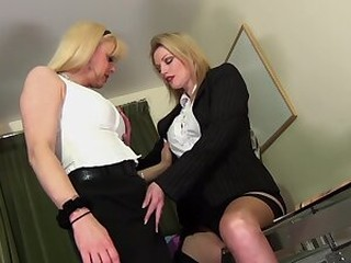 Videos from freeshemaleporn.su