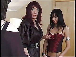 Videos from dirtytrannyporn.com
